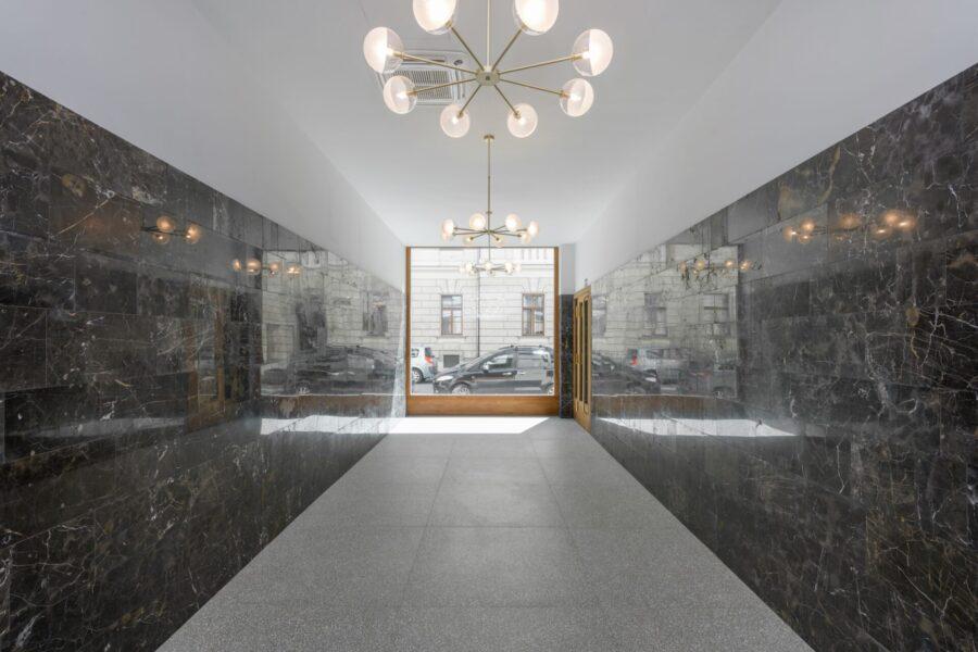 Povabilo na virtualni sprehod po poslovni stavbi Cigaletova
